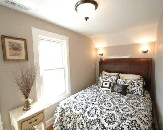 Kleine Slaapkamer Met Plafondlamp