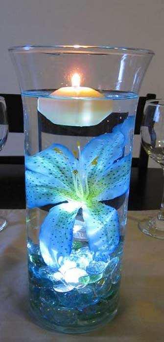 Drijfkaars Gebruiken In Een Grote Glazen Vaas