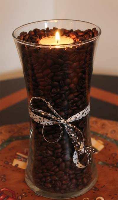 Vaasje Gevuld Met Koffiebonen En Een Waxinelichtje