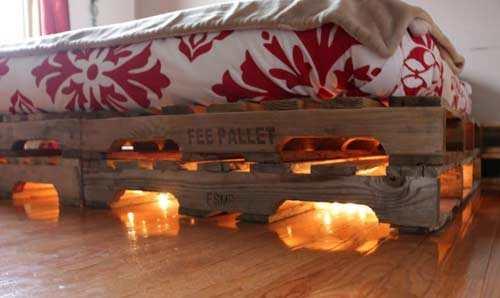 Lichtjes Voor Sfeer Onder Eigengemaakte Pallet Bed
