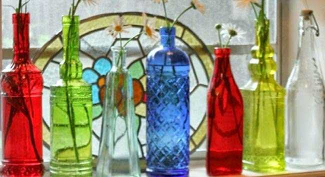 Gekleurde Flessen In Vensterbank