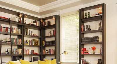 Hoge Boekenkasten In Lage Kamer