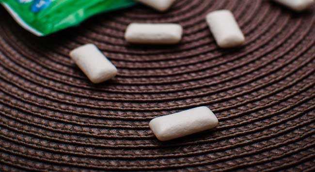 Kauwgom Verwijderen Uit Kleding Meubels En Vloerbedekking